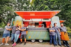 Fogyatékkal élőket foglalkoztató food truck nyílt Budapesten