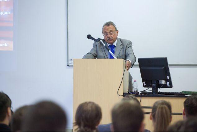 Dr. Bánáti János előadása az ÁJK-n
